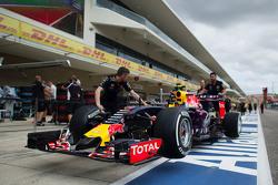 Red Bull Racing RB11 of Daniil Kvyat, Red Bull Racing in the pits