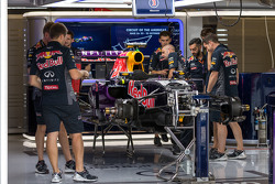 Red Bull Racing RB11, Vorbereitung in der Box