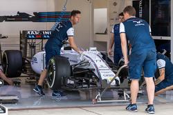 Машина Williams FW37 Валттери Боттаса, Williams FW37 в гараже
