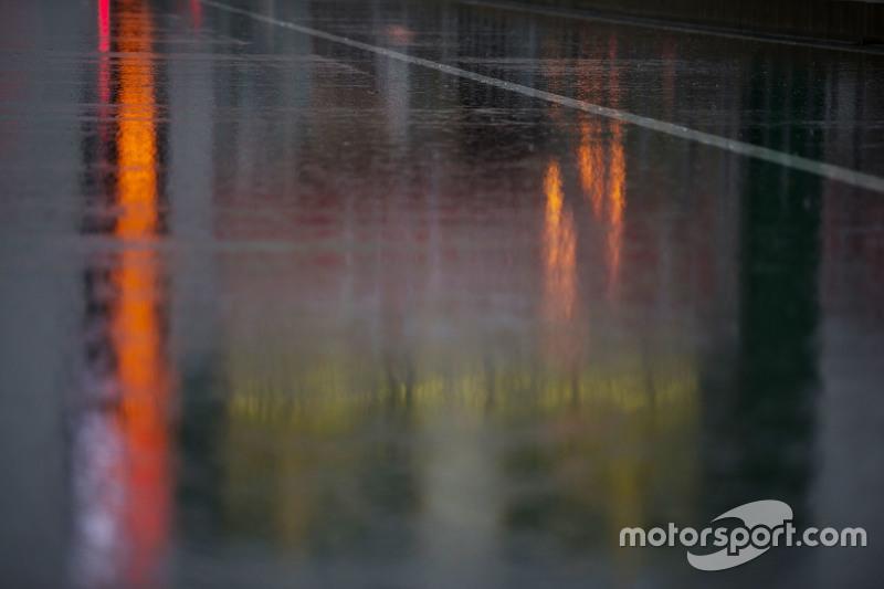 الأمطار تغزو منطقة الحظائر
