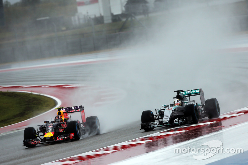 Daniil Kvyat, Red Bull Racing RB11 and Lewis Hamilton, Mercedes AMG F1 W06