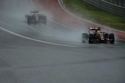 Pastor Maldonado, Lotus F1 E23 leads team mate Romain Grosjean, Lotus F1 E23