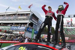 ganadores, James Courtney y Jack Perkins, Holden Racing Team