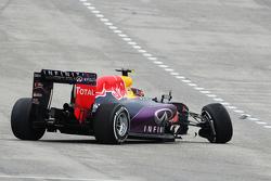 丹尼尔•科维亚特,红牛RB11,退赛