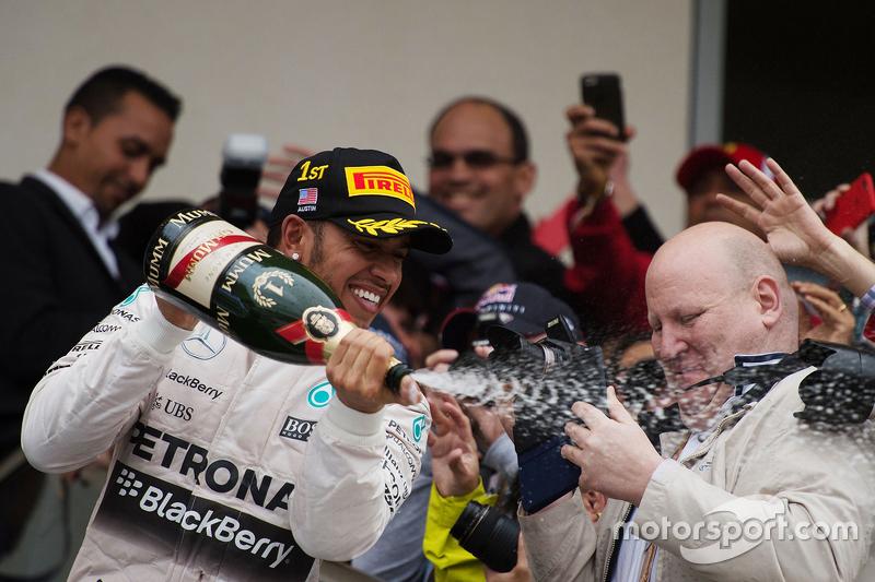 Podio: Ganador de la Carrera y Campeón del Mundo Lewis Hamilton, Mercedes AMG F1 Team
