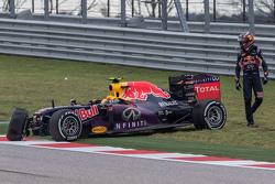 Daniil Kvyat, Red Bull Racing RB11, crash