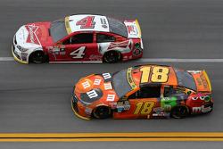Kyle Busch, Joe Gibbs Racing Toyota; Kevin Harvick, Stewart-Haas Racing Chevrolet