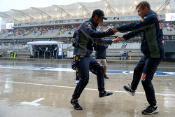 Daniel Ricciardo, Red Bull Racing and Daniil Kvyat, Red Bull Racing dance together