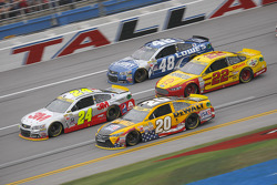 Jeff Gordon, Hendrick Motorsports Chevrolet and Matt Kenseth, Joe Gibbs Racing Toyota and Joey Logano, Team Penske Ford and Jimmie Johnson, Hendrick Motorsports Chevrolet