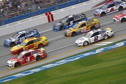 Kevin Harvick, Stewart-Haas Racing Chevrolet and Joey Logano, Team Penske Ford and Jimmie Johnson, Hendrick Motorsports Chevrolet and Brad Keselowski, Team Penske Ford and Matt Kenseth, Joe Gibbs Racing Toyota and Kasey Kahne, Hendrick Motorsports Chevrole