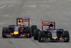 Макс Ферстаппен, Scuderia Toro Rosso STR10 и Даниэль Риккардо, Red Bull Racing RB11
