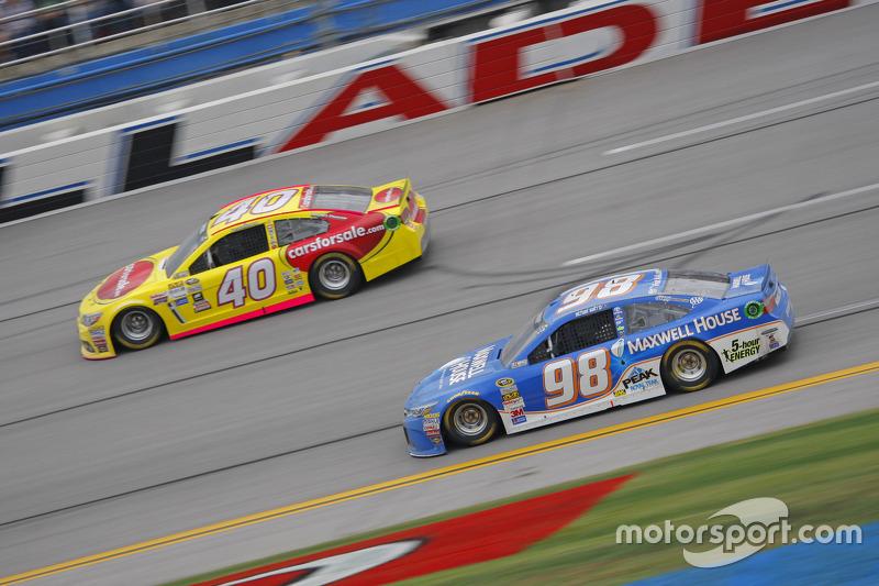 Michael Waltrip, Michael Waltrip Racing Toyota ve Lveon Cassill, Hillman Circle Sport LLC Chevrolet