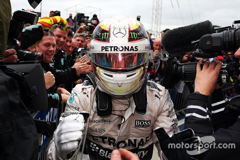 Race winner and World Champion Lewis Hamilton, Mercedes AMG F1 W06 celebrates in parc ferme