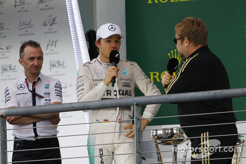 Podium: Paddy Lowe, Mercedes AMG F1 Executive Director, with second place Nico Rosberg, Mercedes AM