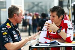 Jonathan Wheatley, Team Manager Red Bull Racing con Massimo Rivola, Direttore Sportivo Ferrari