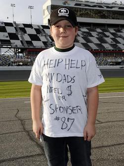 John Hunter'ın eski fotoğrafı, babası için sponsor arıyor