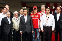 Jean Todt, Presidente de la FIA; Bernie Ecclestone, Presidente de México; Esteban Gutiérrez, prueba de Ferrari y controlador de reserva; Maurizio Arrivabene, director del equipo Ferrari; Carlos Slim Domit, Presidente de América móvil