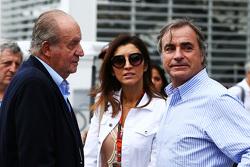 El ex Rey de España, Juan Carlos con Fabiana Flosi, y Carlos Sainz (ESP)