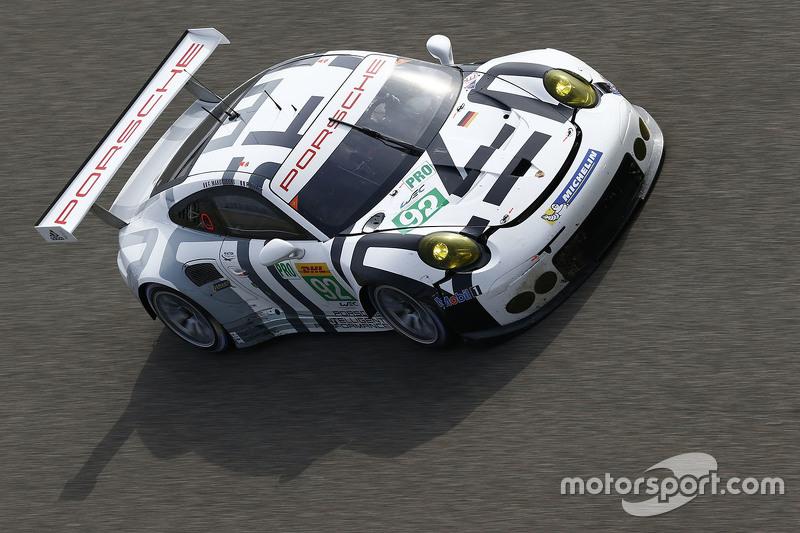 السيارة رقم 92 فريق بورشه مانثي بورشه 911 آر إس آر: فريدريك ماكويسكي، باتريك بيليه