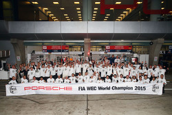 Porsche Team World Champion 2015 group photo