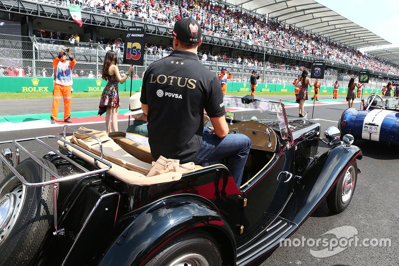 Pastor Maldonado, Lotus F1 Team on the drivers parade.