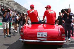 Sebastian Vettel en Kimi Raikkonen, Ferrari op de rijdersparade