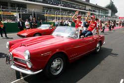 Kimi Raikkonen en Sebastian Vettel, Ferrari op de rijdersparade