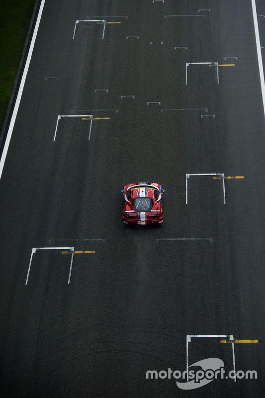 #83 AF Corse Ferrari 458 GTE: Еммануель Коллар, Руї Агуас, Франсуа Перродо