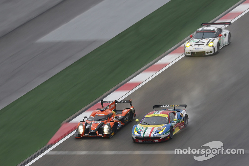 #71 AF Corse Ferrari 458 GTE: Давіде Рігон, Джеймс Каладо та #28 G-Drive Racing Ligier JS P2: Рікардо Гонсалес, Luis Felipe Derani, Густаво Якаман