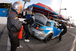 Pitstop for #13 Pipelayer Racing Mazda RX-8: Ricky Diaz, Manuel Vicente