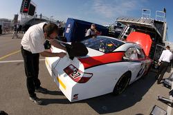 Richard 'Slugger' Labbe works on the #27 car of Jacques Villeneuve