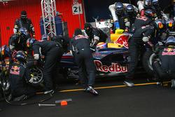 Mark Webber, Red Bull Racing, RB4 practice pitstop