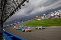 Jimmie Johnson and Jeff Gordon lead the field to the green flag