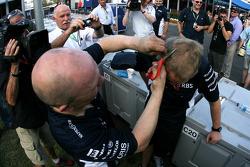 Williams mechanics celebrate Nico Rosberg podium