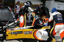 Renault F1 Team, refuelling practice
