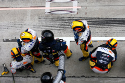 Renault F1 Team mechanic before pitstop