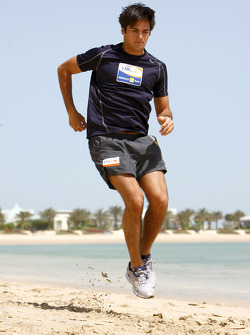 Renault F1 drivers training in Bahrain: Nelson A. Piquet, Renault R28 on the beach