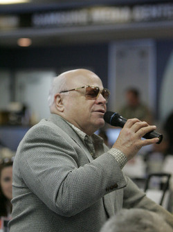 Bruton Smith ask Tony Stewart questions