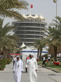 Sheikhs in the paddock