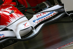 Toyota TF108 new front wing