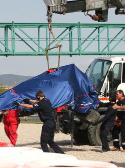 Sébastien Bourdais, Scuderia Toro Rosso, new STR03, crashes badly at turn 9