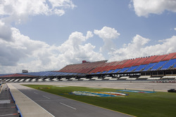 Talladega Superspeedway trioval, pitlane and grandstands
