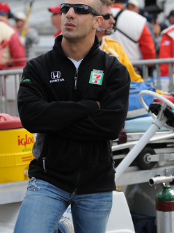 Tony Kanaan looking at the final qualification results