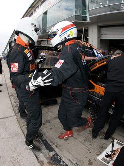 Pit stop for #80 Live-Strip.com Racing BMW M3: Frank Jelinski, Rudi Seher, Karlheinz Grüner