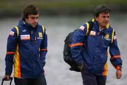 Fernando Alonso, Renault F1 Team and Fabrizio Borra, Physiotherapist of Fernando Alonso