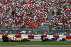 Robert Kubica, BMW Sauber F1 Team, F1.08 and Fernando Alonso, Renault F1 Team, R28