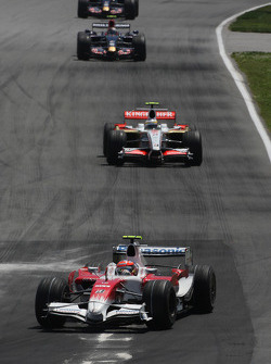 Timo Glock, Toyota F1 Team leads Giancarlo Fisichella, Force India F1 Team