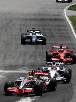 Heikki Kovalainen, McLaren Mercedes, Robert Kubica, BMW Sauber F1 Team