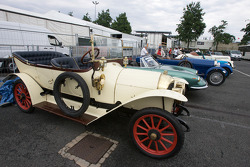 Vintage cars for the drivers parade