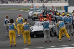 Drivers parade: Felipe Massa, Scuderia Ferrari, Kimi Raikkonen, Scuderia Ferrari